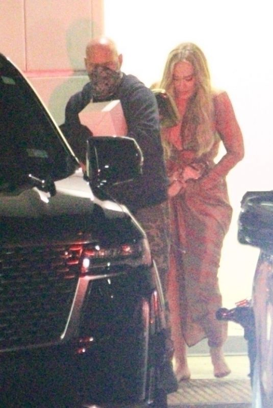 ADELE Leaves Lebron James' wife Savanah Birthday Party in West Hollywood 08/27/2021