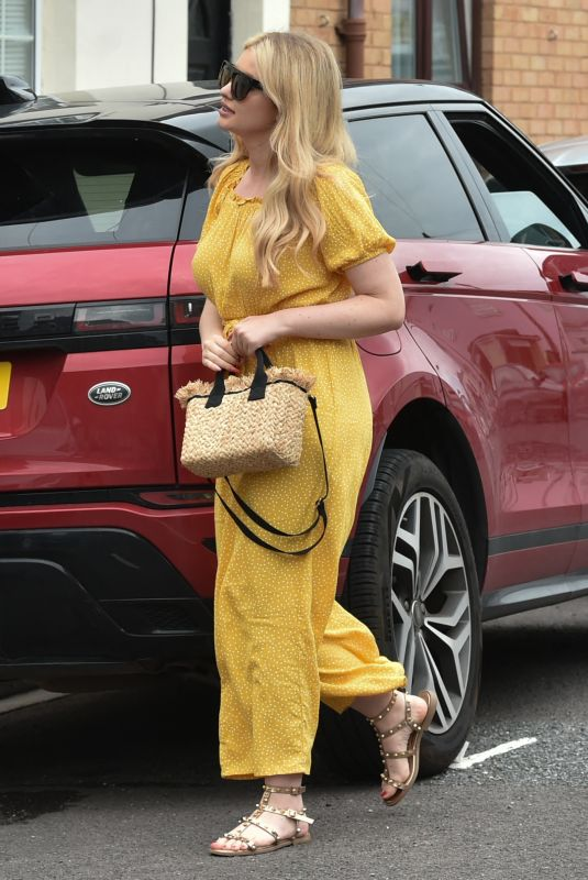 AMY HART Out for Lunch with Friends in Portsmouth 08/08/2021