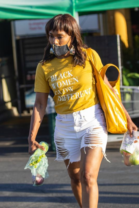 ANGELA BASSETT Shopping at Whole Foods in Los Angeles 08/09/2021