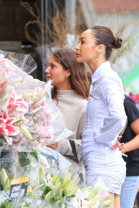 CARA SANTANA Buying Flowers at Bristol Farms in Los Angeles 08/18/2021