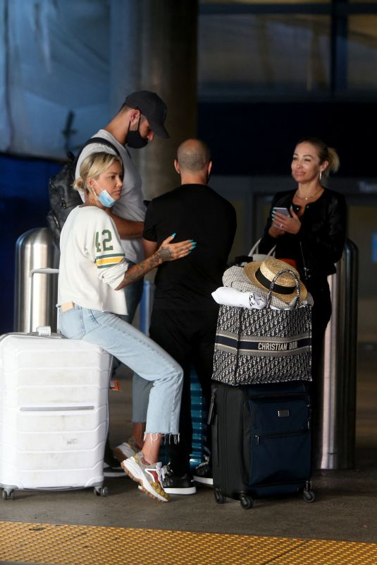 CHRISHELL STAUSE, MARY FOITZGERALD, TINA LOUISE and Jason Oppenheim at LAX Airport 08/09/2021