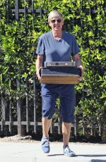 ELLEN DEGENERES Shopping for Antiques at a Garden Center in Montecito 08/04/2021