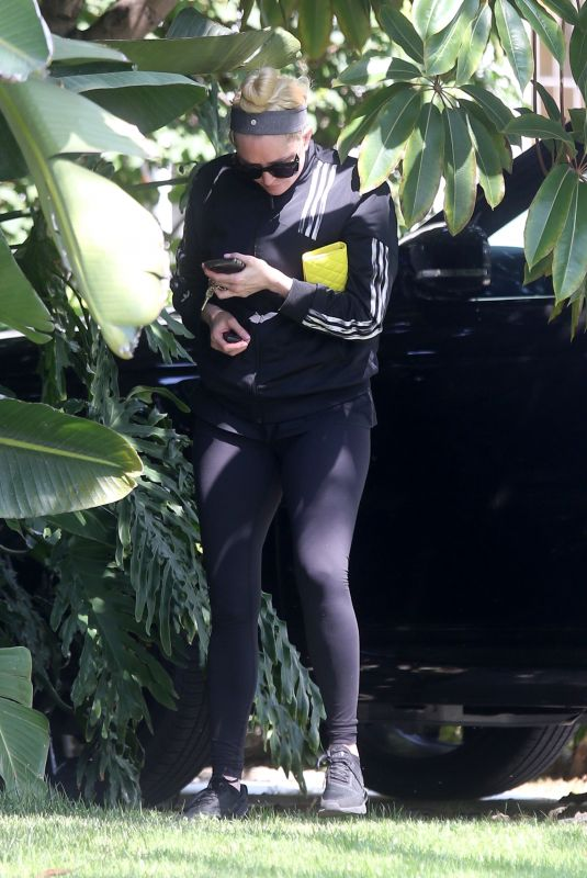 ERIKA JAYNE Heading to Morning Workout in Los Angeles 08/16/2021
