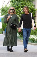 JULIA ROBERTS and Danny Moder Out in New York 08/02/2021