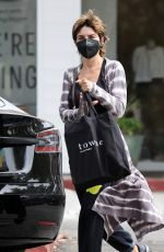 LISA RINNA Shopping at Towne in Beverly Glen in Los Angeles 08/21/2021