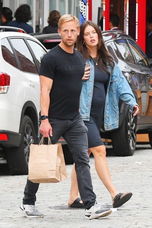 Pregnant EMILY DIDONATO and Kyle Peterson Out in New York 08/04/2021