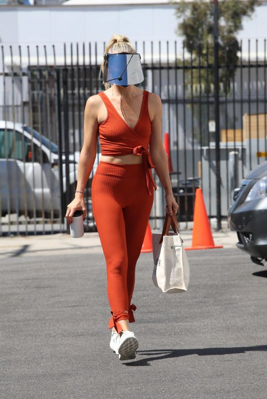 AMANDA KLOOTS Arrives at Dance Studio in Los Angeles 09/05/2021