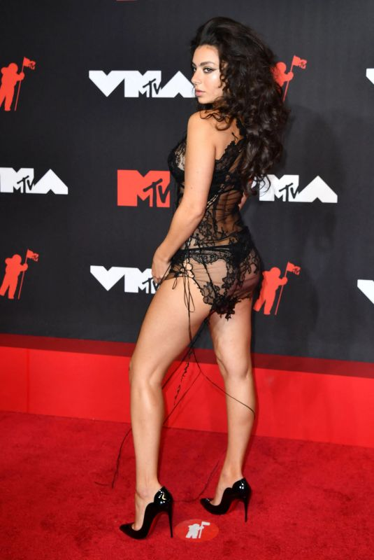 CHARLI XCX at 2021 MTV Video Music Awards in Brooklyn 09/12/2021