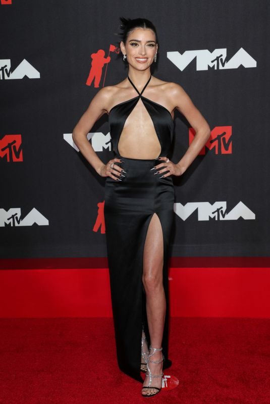 DIXIE D'AMELIO at 2021 MTV Video Music Awards in Brooklyn 09/12/2021