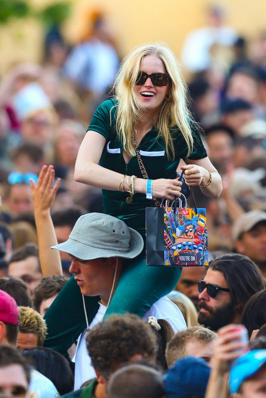 ELLIE BAMBER at All Points East Festival in Victoria Park 08/29/2021