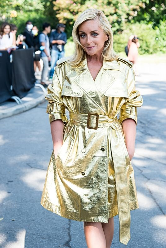 JANE KRAKOWSKI Arrives at Michael Kors Fashion Show in New York 09/10/2021