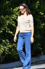 JENNIFER GARNER Out and About in Brentwood 09/17/2021