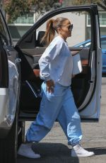 JENNIFER LOPEZ Arrives at a Studio in Los Angeles 09/17/2021