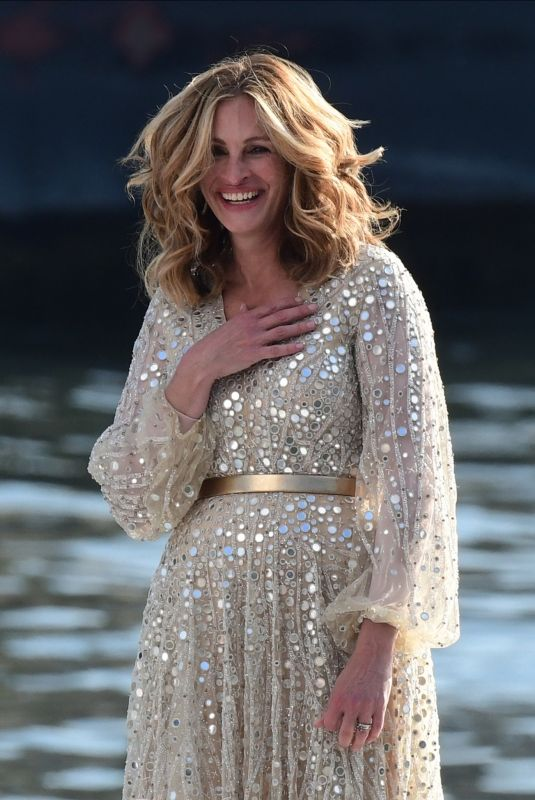 JULIA ROBERTS on the Set of Lancome Commercial in Paris 09/17/2021