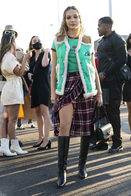 MADDIE ZIEGLER Arrives at Coach Fashion Show at NYFW in New York 09/10/2021