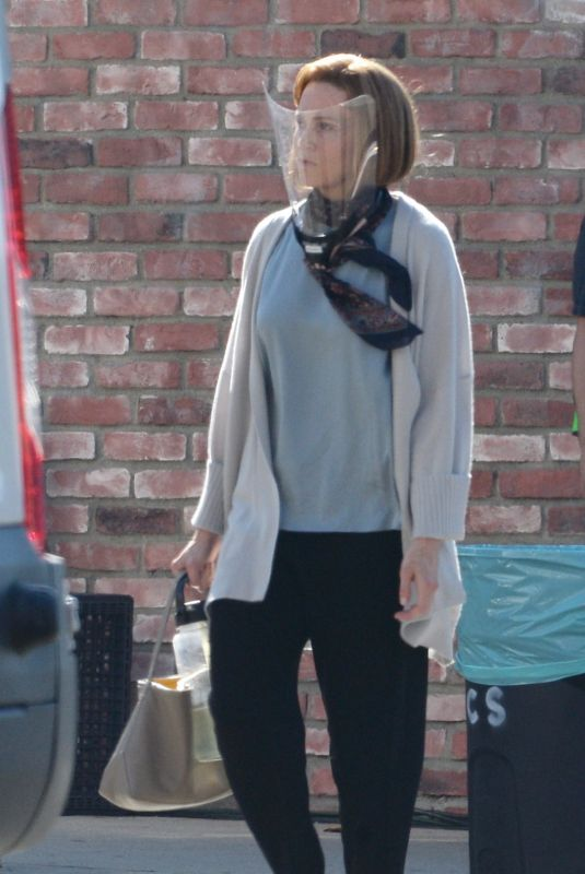 MANDY MOORE on the Set for This Is Us, Final Season in Los Angeles 09/17/2021
