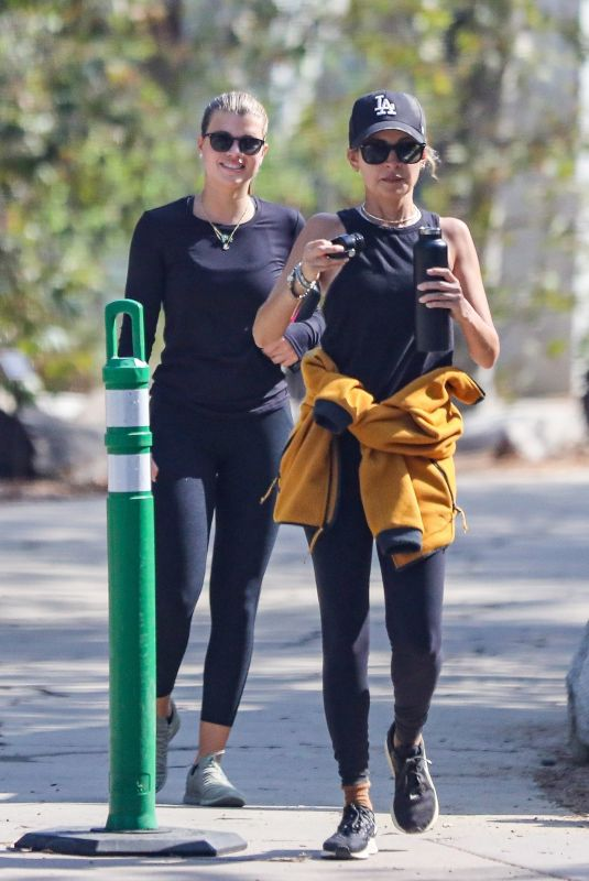 NICOLE and SOFIA RICHIE Out Hiking in Santa Monica 0908/2021