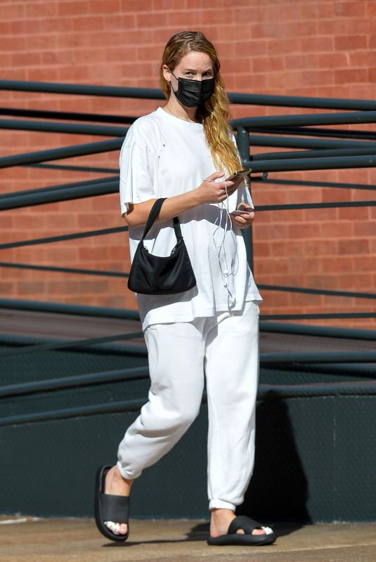 Pregnant JENNIFER LAWRENCE Out and About in New York 09/27/2021