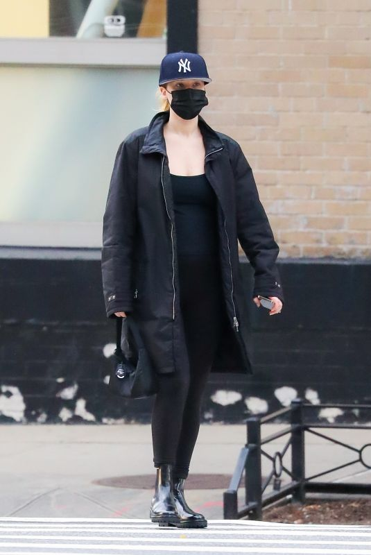 Pregnant JENNIFER LAWRENCE Out in New York 09/29/2021