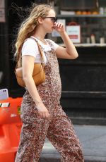 Pregnant JENNIFER LAWRNCE Out in New York 09/08/2021