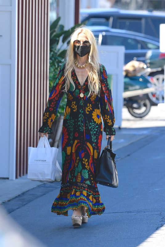 RACHEL ZOE Out Shopping at Brentwood Country Mart 09/04/2021
