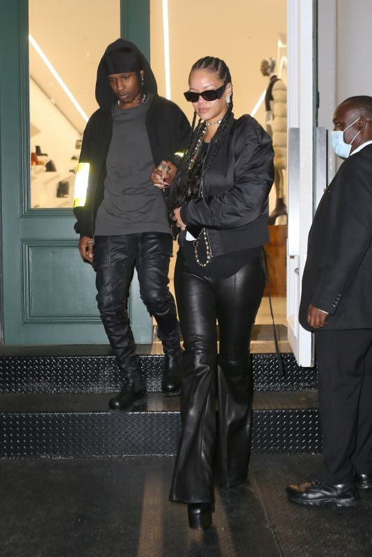 RIHANNA Out Shopping in New York 09/17/2021
