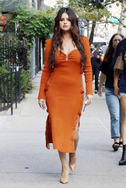 SELENA GOMEZ Out for Lunch at Serendipity 3 in New York 09/08/2021
