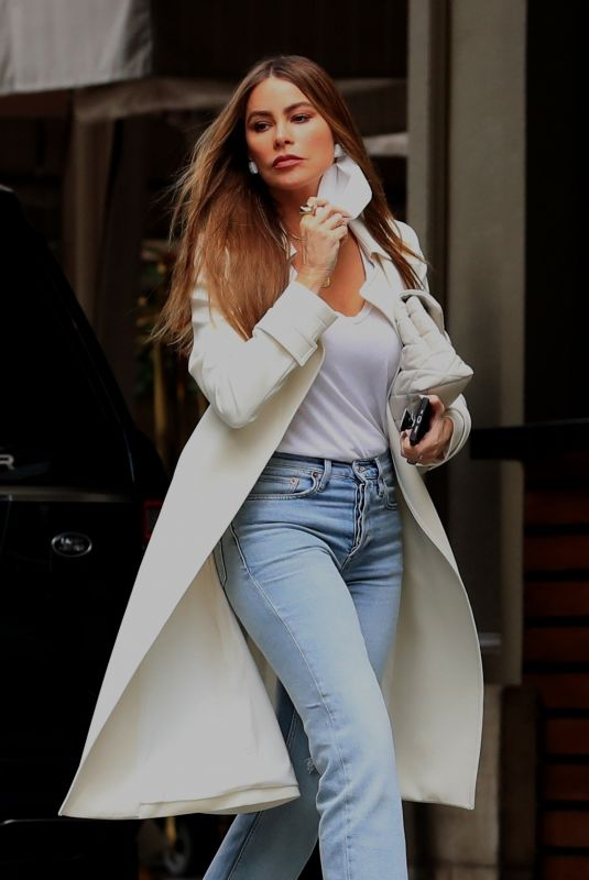 SOFIA VERGARA Out for Brunch at the Four Seasons Hotel in Beverly Hills 09/27/2021