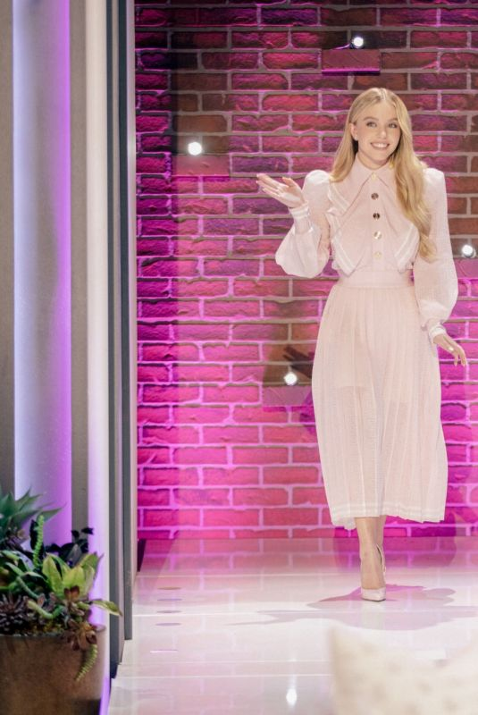 SYDNEY SWEENEY at Kelly Clarkson Show 09/28/2021