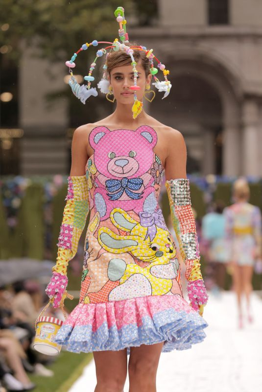 TAYLOR HILL at Moschino SS2022 Fashion Show in New York 09/09/2021