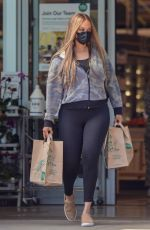 TYRA BANKS Shopping at Whole Foods in Malibu 09/15/2021