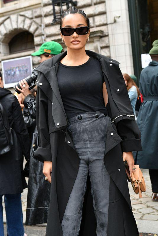 AMINA MUADDI Arrives at Loewe Spring/Summer 2022 Show at Paris Fashion Week 10/01/2021