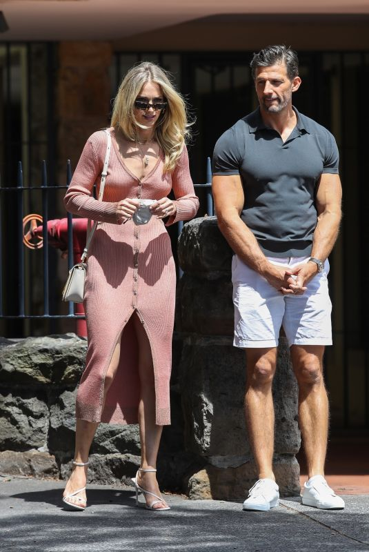 ANNA HEINRICH and Tim Robards Out for Lunch in Sydney 10/16/2021