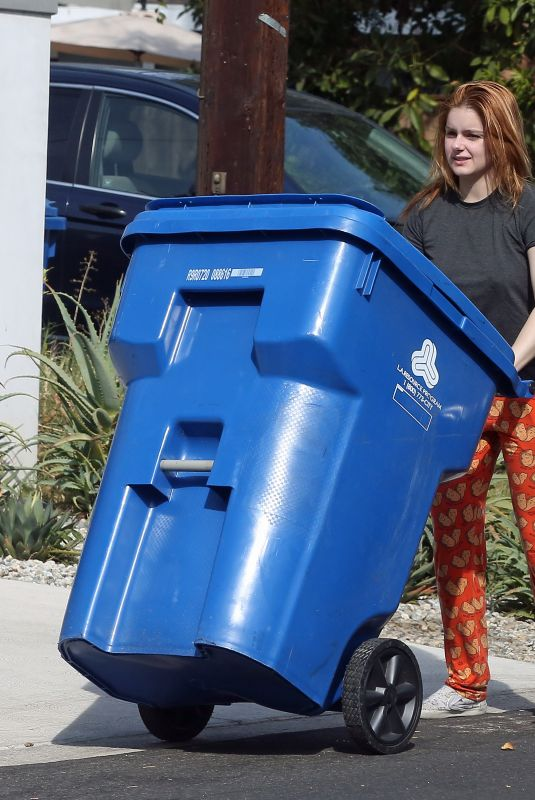 ARIEL WINTER Putting Out Recycled Trash Can in Los Angeles 10/05/2021