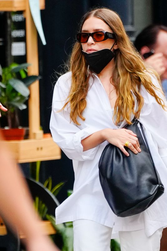 ASHLEY OLSEN Out for Lunch with Friends in New York 10/03/2021