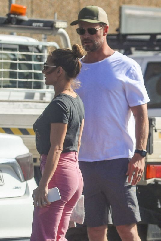 ELSA PATAKY and Chris Hemsworth Out Shopping in Byron Bay 09/14/2021