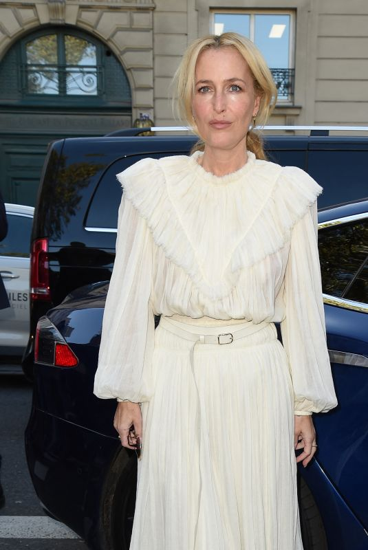 GILLIAN ANDERSON Arrives at Chloe Fashion Show in Paris 09/30/2021