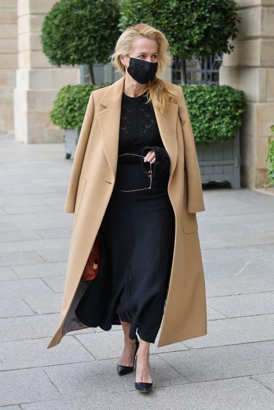 GILLIAN ANDERSON Leaves Her Hotel in Paris 09/30/2021