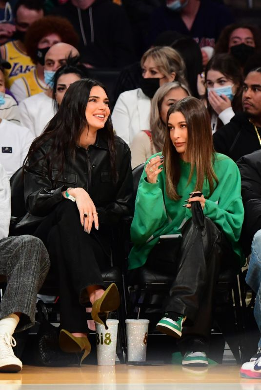 HAILEY and Justin BIEBER and KENDALL JENNER at Lakers vs Phoenix Suns Game in Los Angeles 10/22/2021
