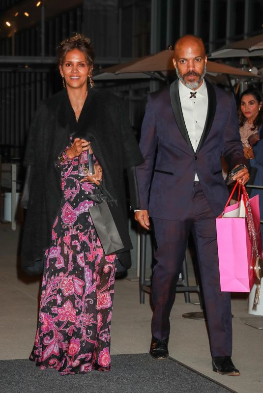 HALLE BERRY Leaves Elle 2021 Woman in Hollywood Event in Los Angeles 10/19/2021