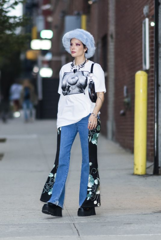 HALSEY Out with Her Baby in New York 10/05//2021