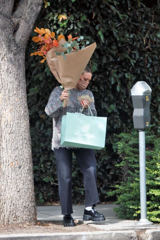 HILARY DUFF Out with a Bouquet of Flowers in Los Angeles 10/07/2021