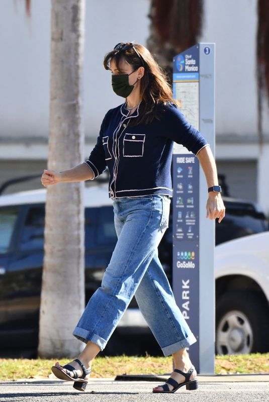JENNIFER GARNER Out and About in Brentwood 10/15/2021