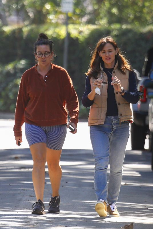 JENNIFER GARNER Out with Friend in Brentwood 10/20/2021