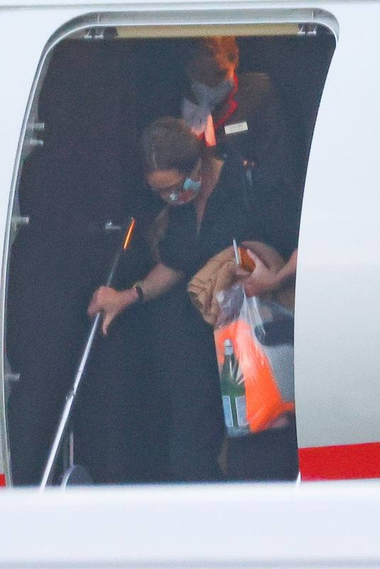 JULIA ROBERTS Arrives in Sydney 10/23/2021