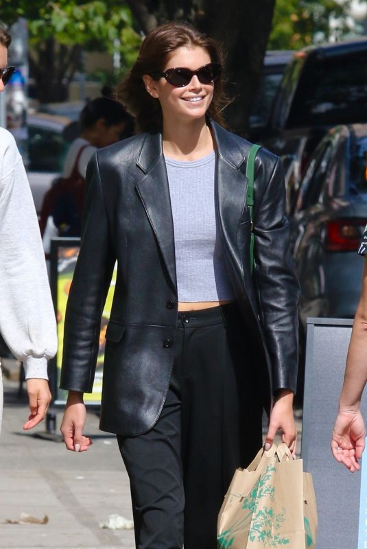 KAIA GERBER Shopping at Whole Foods in New York 10/02/2021