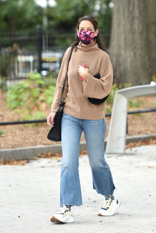 KATIE HOLMES Out and About in New York 10/17/2021