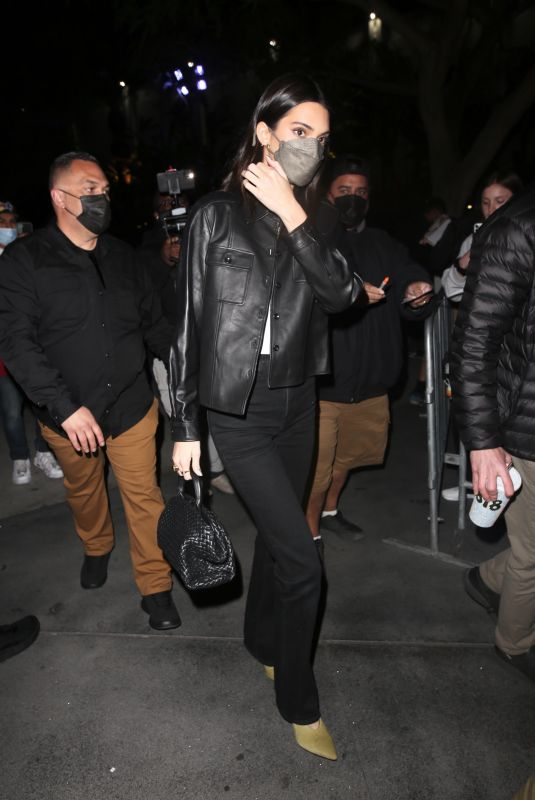 KENDALL JENNER Arrives at Lakers vs Suns Game at Staples Center 10/22/2021