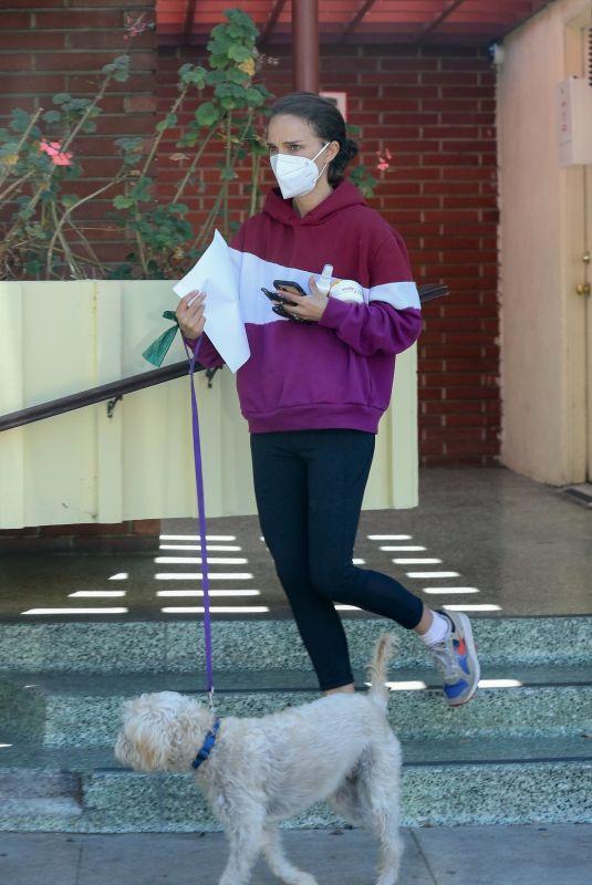 NATALIE PORTMAN Take Her Dog to Veterinarian in Los Feliz 10/22/2021