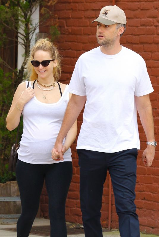 Pregnant JENNIFER LAWRENCE and Cooke Maroney Out in New York 10/09/2021